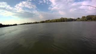 Любительское видео у реки сиськи молодых девушек