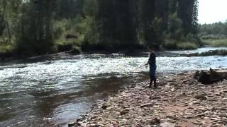 krasivoy-bryunetki-lyubitelskoe-video-u-reki-trah-zheni
